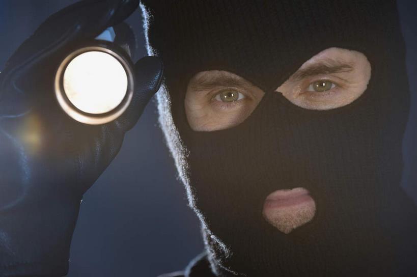 帽子视频偷窃器下载_西方人,脸,头,脸颊,手,一个人,站,横图,室内,特写,白天,正面,帽子