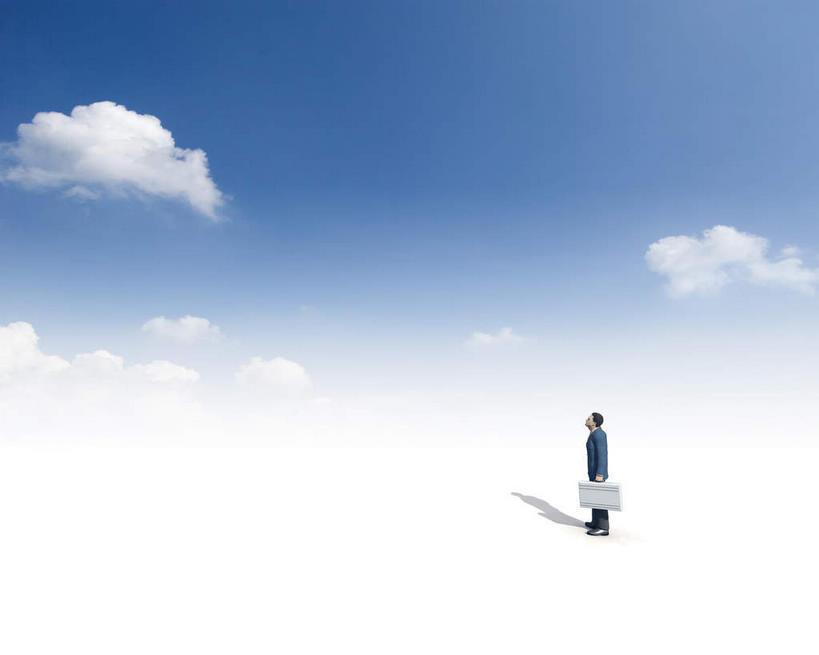 男生抬头看天空的头像