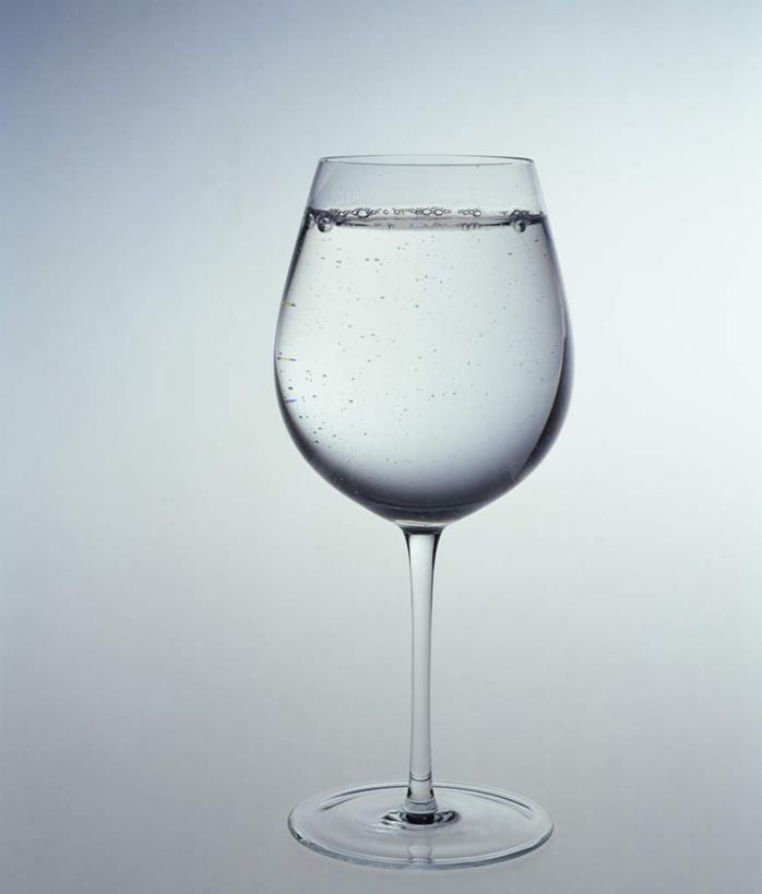 正面,水,桌面,桌子,静物,杯子,木制,高脚杯,液体,水滴,红酒杯,一杯
