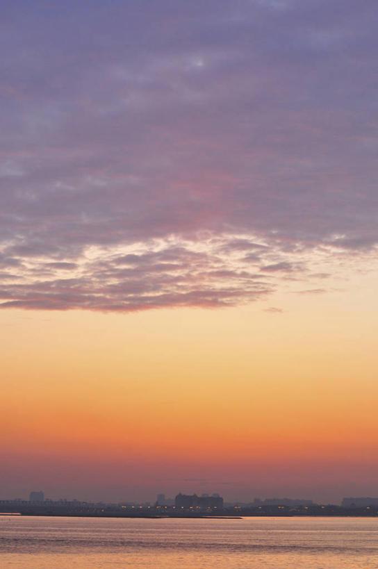 初升黎明的太阳ppt背景素材配图