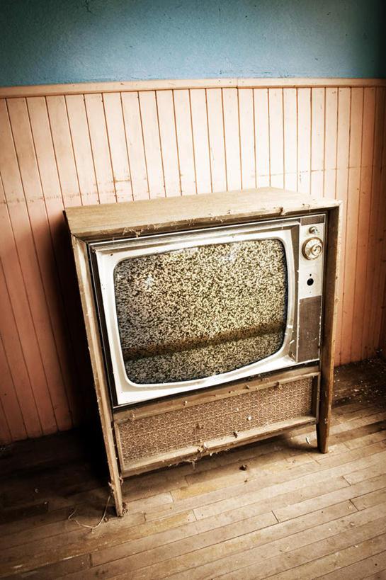 无人,竖图,俯视,室内,特写,白天,复古,静物,电视,阴影,陈旧,反射,影子