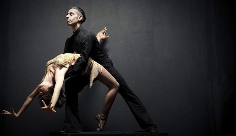 美女性生活影片_开始是一个女人跳舞然后两个人做爱是什么恐怖电影