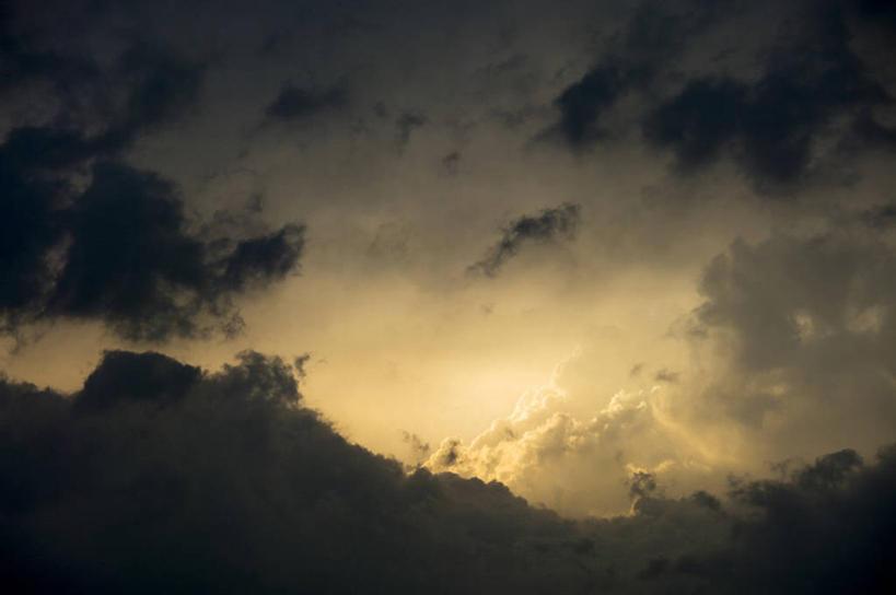 横图,室外,白天,仰视,美景,阴影,光线,影子,景观,乌云,云,阴天,云朵