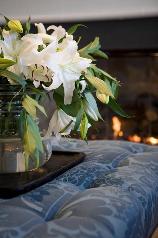 室内,白天,正面,别墅,家具,沙发,装修,建筑,百合花,餐具,花瓶,欧式