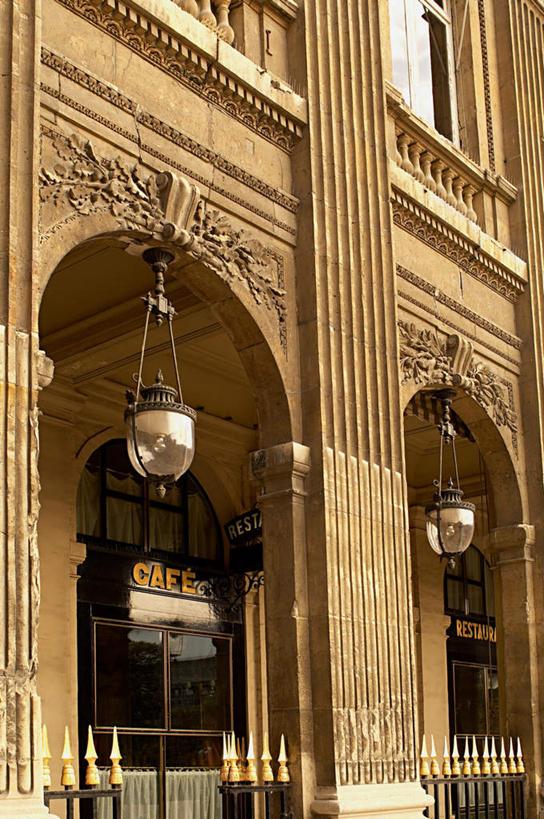 围栏,灯光,首都,古迹,文物,娱乐,标识,建设,古建筑,护栏,吊灯,玻璃窗