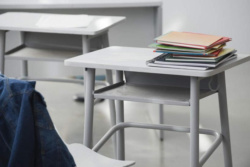 无人,学校,教学楼,横图,俯视,室内,特写,白天,桌子,静物,书籍,一堆,一