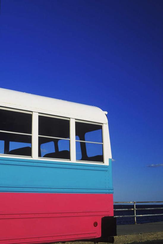 可爱的蓝色巴士