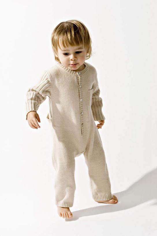 婴儿,儿童,一个人,站,竖图,室内,白天,白色背景,正面,婴儿服装,纯洁