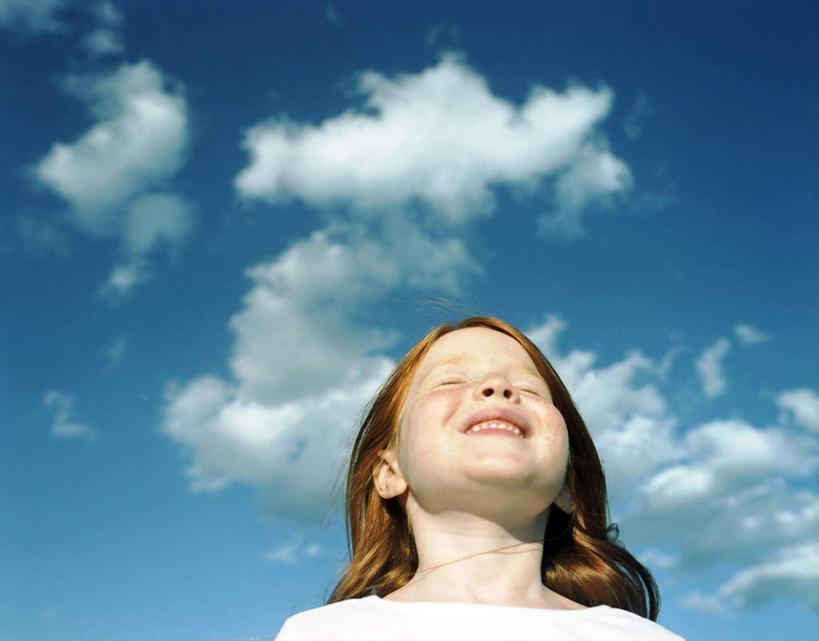 蓝色天空女生头像动漫