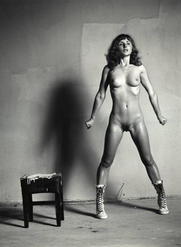 站,竖图,黑白,室内,正面,性感,地板,欧洲,欧洲人,仅一个年轻女性,仅一
