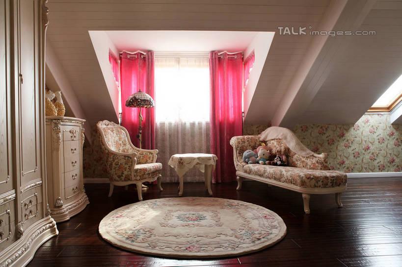 地板,地毯,阁楼,柜子,家具,沙发,天花板,装修,建筑,照明,欧式,一堆