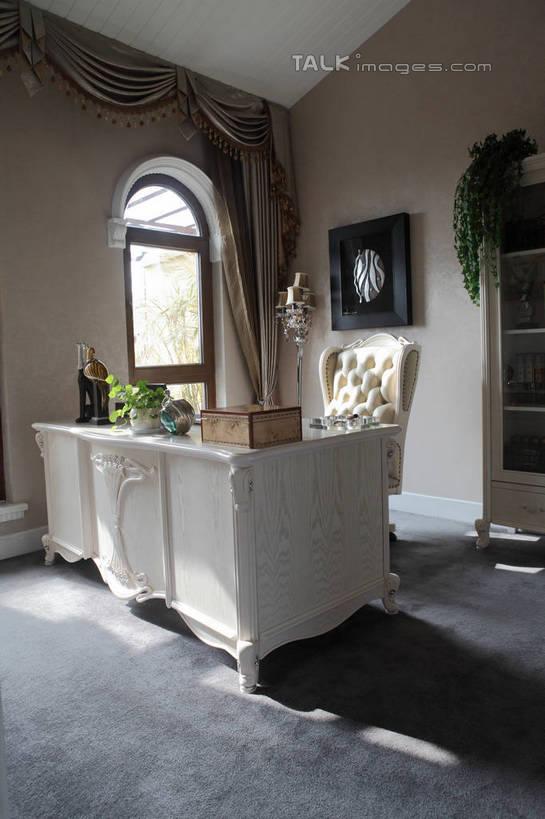 别墅,窗户,窗帘,地毯,家具,书房,天花板,装修,桌子,建筑,椅子,欧式