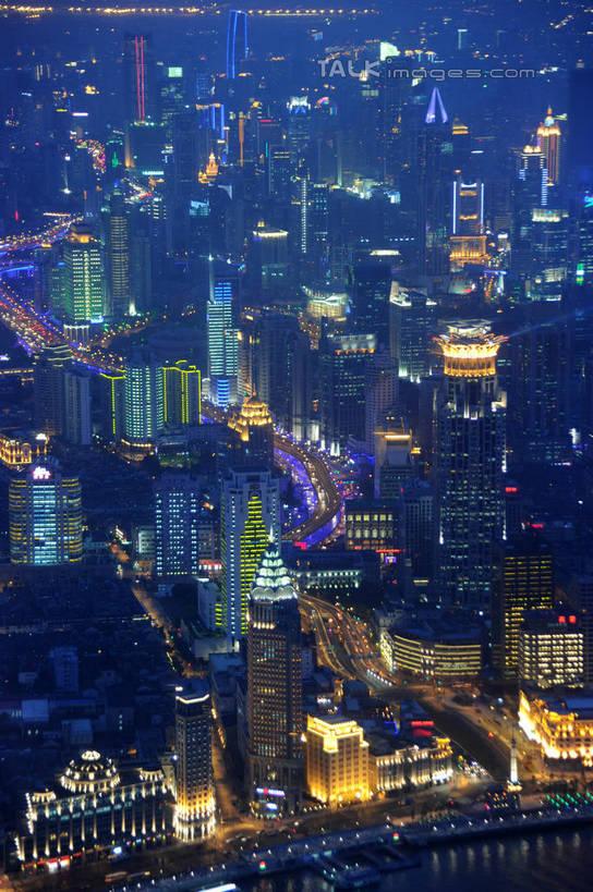 地标,建筑,路,路灯,摩天大楼,夜景,公路,照明,上海,中国,亚洲,阴影