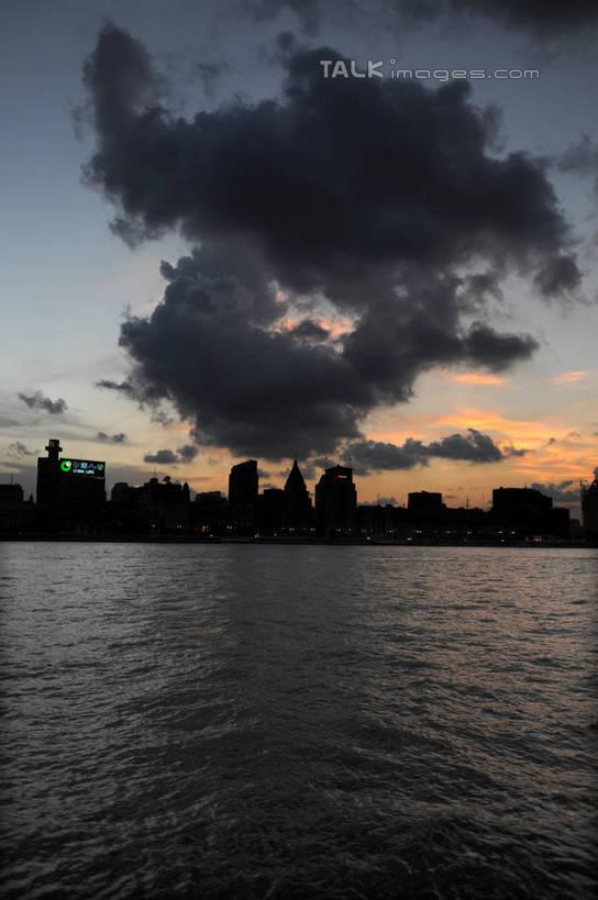 无人,家,高楼大厦,竖图,全景,室外,白天,正面,度假,河流,美景,日落,水