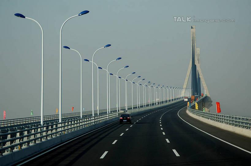 照明设备                  标线                  东海大桥