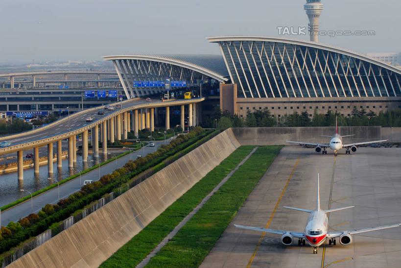 草地,草坪,美景,植物,城市风光,城市,飞机,飞机场,上海,中国,亚洲